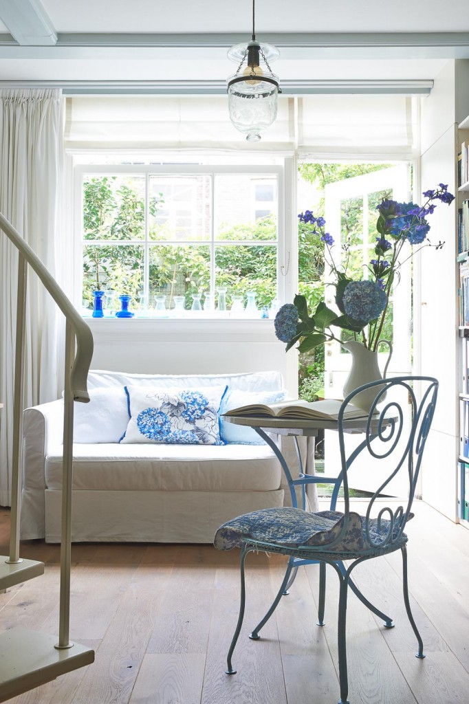 Country : Blue cottage style Styling: LINDIVIDU/ Linda van der Ham, Photography Dennis Brandsma, Ariadne at Home, Sanoma